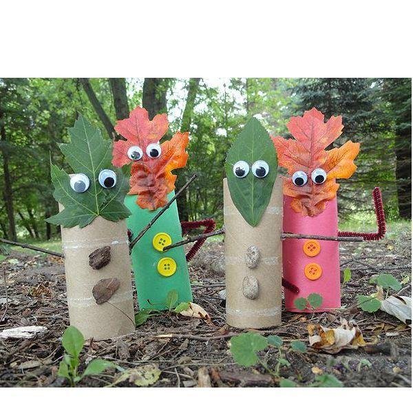 Дети могут сделать вот такую поделку — из картона (или роликов от туалетной бумаги, не выбрасывайте их!), листьев, камушков или пуговичек.