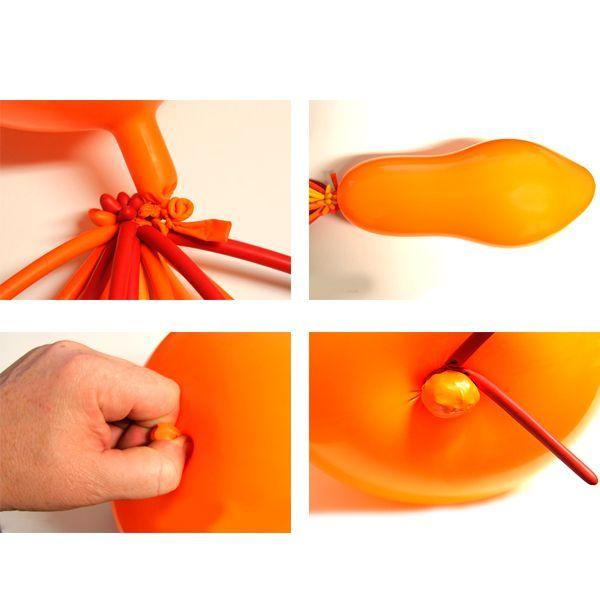 Возьмите два круглых воздушных шара оранжевого цвета и налейте в них воду (примерно 50 мл в каждый шарик). Крепко завяжите узлы шаров.