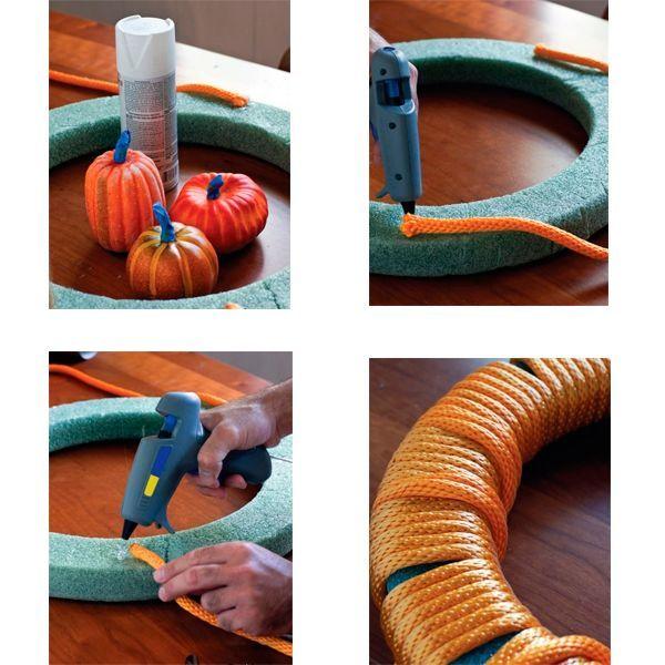 Для основы используйте кольцо из пенопласта. Резать пенопласт лучше острым канцелярским ножом. Также вам пригодится яркая бельевая веревка или тесьма.