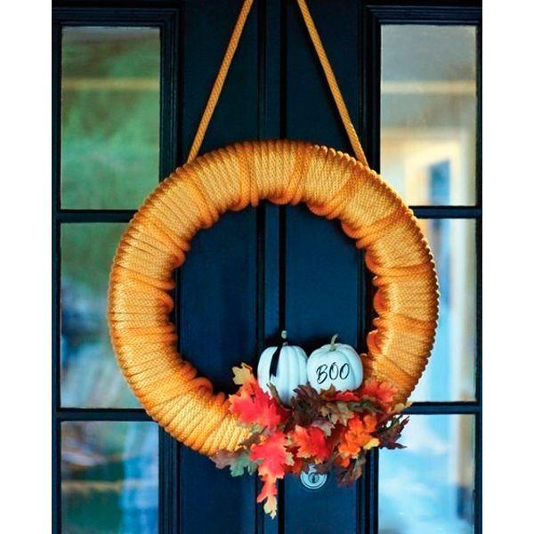 Украсьте входную дверь оригинальным праздничным венком! Времени вам потребуется очень мало, а результат превзойдет ваши ожидания.