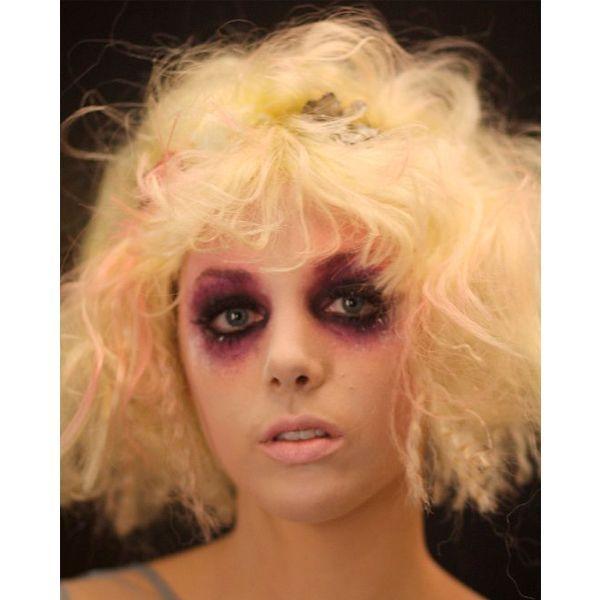 макияж на Хэллоуин играет особую роль. именно он как нельзя лучше завершит любой образ. Можно воспользоваться декоративной косметикой или аквагримом.