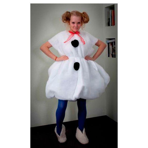 Симпатичный костюм снеговика можно сделать за 15 минут! Вам понадобится прямоугольный кусок белого синтепона.