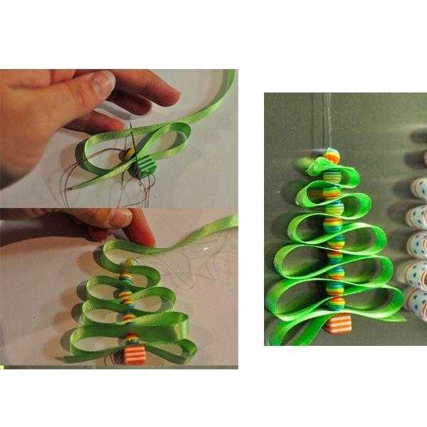 Длина ленты в каждом ряду должна увеличиваться. В конце работы нанизываем на нитку бусину и завязываем узелок, чтобы елочка не рассыпалась. Готово!