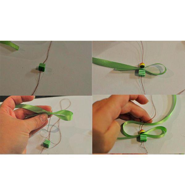 Делаем на нитке узелок. Нанизываем первую бусину. Прокалываем иголкой край ленты. Продолжаем работу так, как показано на фото.