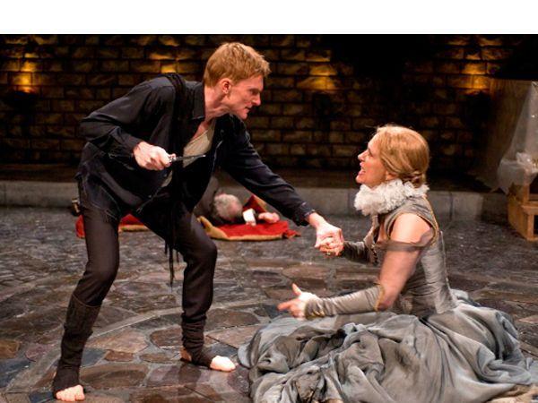 «Гамлет» – одно из самых весомых произведений мировой литературы за все времена ее существования. Система образов, мастерски выстроенная автором, разрешает как можно лучше раскрыть философские проблемы, заложенные в основу произведения.
