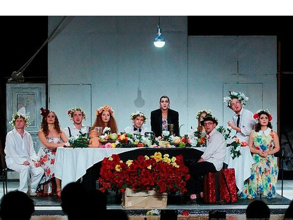 «Чайка» — пьеса в четырёх действиях Антона Павловича Чехова, написанная в 1895—1896 годах и впервые опубликованная в журнале «Русская мысль», в № 12 за 1896 год. Премьера состоялась 17 октября 1896 года на сцене петербургского Александринского театра.