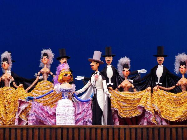 Необыкновенный концерт — пародийно-сатирический спектакль театра кукол им. С.Образцова. Одноимённый фильм со спектаклем снят в 1972 году.