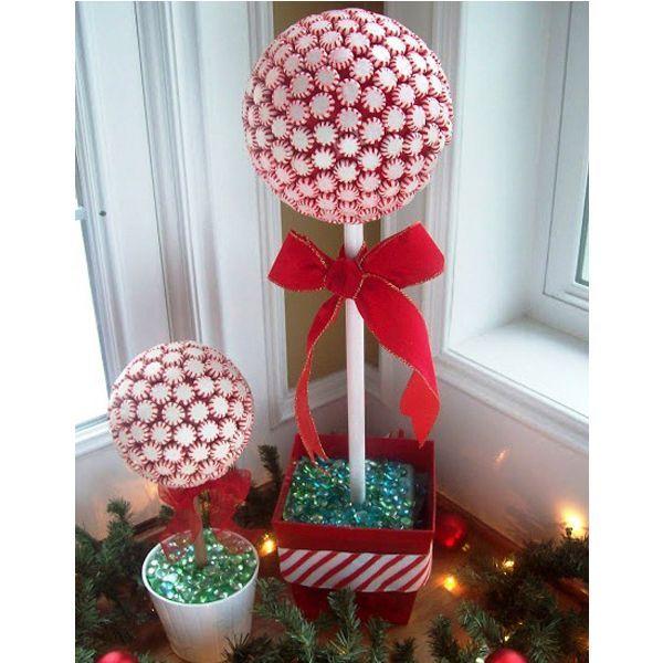 Это чудесное новогоднее деревце из леденцов просто обязано приманить в ваш дом доброго Дедушку мороза и заставить его одарить детишек самыми вкусными подарками.