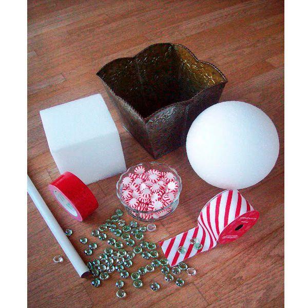 Запаситесь стандартным набором из шаров, горшочка, стебля и ленты, а также купите 200-300 грамм красивых леденцов. Желательно мятных – они еще и пахнуть будут.