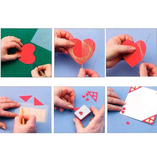 Закрепите нитку на обратной стороне сердца кусочком скотча и начните наматывать нить со второй треугольной прорези справа от центра. Это ваша первая (исходная) прорезь. Пропустите одиннадцать прорезей по часовой стрелке, проденьте нитку в двенадцатую, затем проденьте ее во вторую прорезь, от нее в тринадцатую — и т. д.
