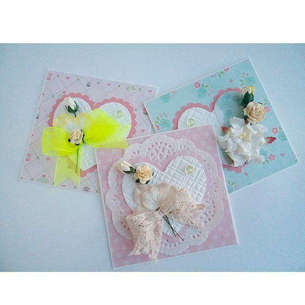 Предлагаю вам мастер-класс по изготовлению открытки-валентинки ко Дню влюбленных. Понадобится: скрап-бумага, кружево, клей, ножницы, бумажные цветы, бусины, карандаш, линейка.