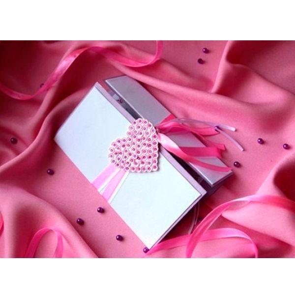 Для изготовления валентинки своими руками понадобятся: клей ПВА и «Момент», двусторонний скотч, карандаш, линейка, ножницы, канцелярский нож, пайетки и стразы, пинцет, 2 ленты, цветная бумага.