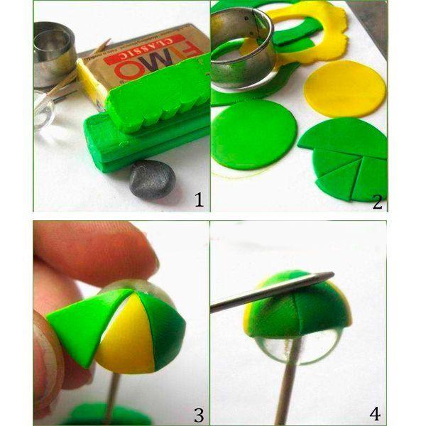 Разомните кусочки пластики и раскатайте скалкой до толщины 1мм. Нарежьте колбаску тонкими кусочками и прикатайте к пластике. Большой формочкой вырежьте из раскатанных пластов круги и поделите каждый лезвием на 8 частей. Наденьте бусину на зубочистку и дальше держите только за нее, чтобы не помять заготовку. Аккуратно прилепите заготовки к бусине и прогладьте стыки спицей или стеком.