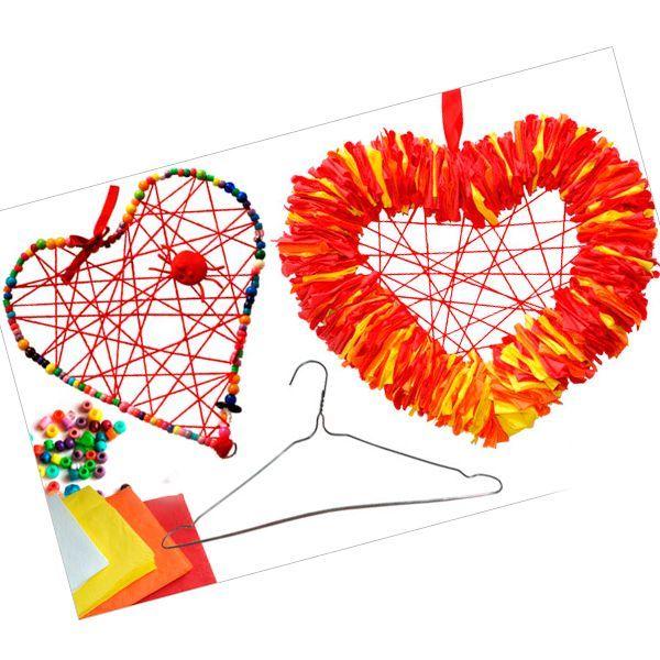 Создаем большое сердце, чтобы подарить любимым людям. Что приготовить? Проволоку (можно из тонкой вешалки), яркие салфетки и нитки.