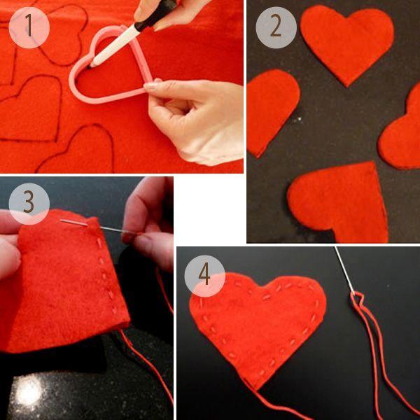 Вырежьте сердечки из фетра. Прошейте два сердечка наметочным швом, отступая от края несколько миллиметров. Начните прошивать от острого конца. Не доходя до конца оставьте небольшой зазор для добавления набивки.