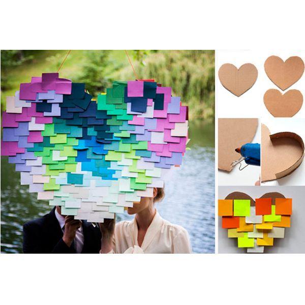 Сделайте коробку в виде сердца с крышкой. Наклейте на нее много цветных стикеров. Не забудьте вложить внутрь сладости. Пиньята готова!