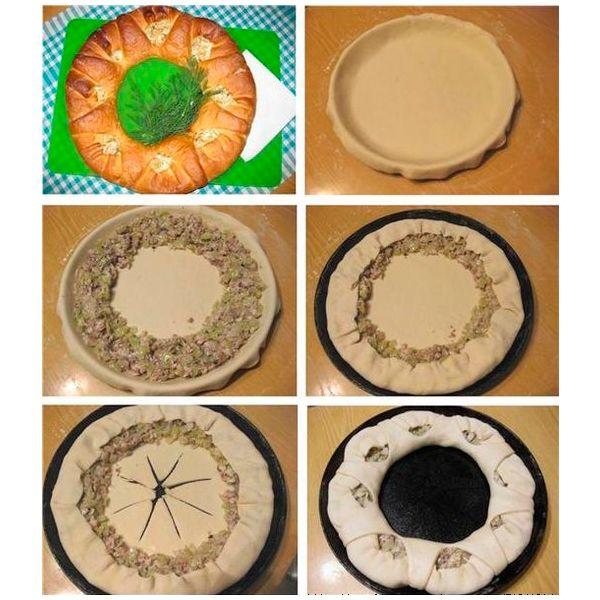 Вырежьте из теста круг диаметром на 10 см больше, чем форма. По краю уложите начинку. Накройте края оставшимся тестом. Середину нарежьте на сектора и накройте начинку.