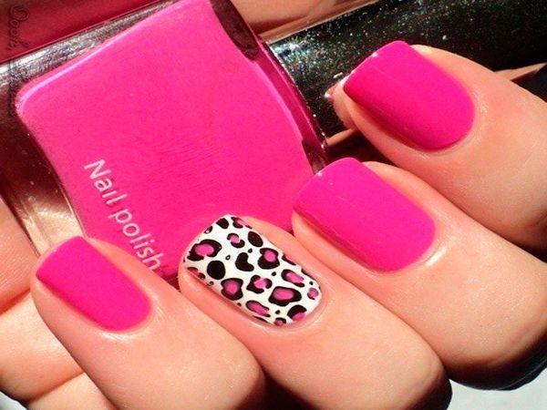Разбавить ярко-розовый маникюр поможет леопардовый принт с использованием такого же розового оттенка. Кстати, изобразить такой принт совсем не сложно.