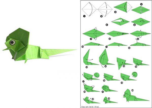 Хамелеона также можно сделать в технике оригами. Для этого возьмите квадратный лист бумаги зеленого цвета, согните его по диагонали.