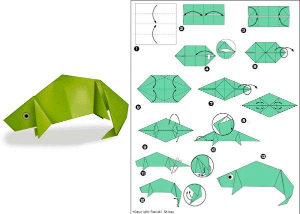 Чтобы сделать ящерицу, подготовьте квадратный лист бумаги зеленого цвета. Противоположные стороны согните к середине.