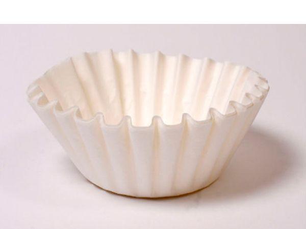 При мытье окон используйте кофейные фильтры – после них не остаётся полос и разводов. Одной упаковки таких фильтров вам хватит надолго.