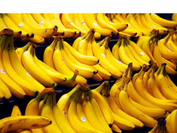 Протрите столовый прибор внутренней стороной банановой кожуры и увидите, как он засверкает. Протрите изделие мягкой тряпочкой.