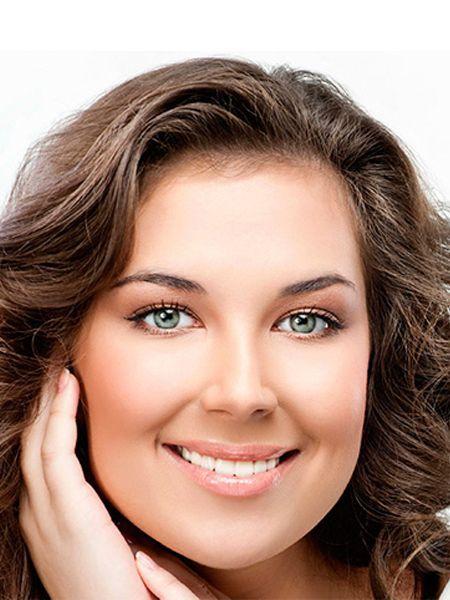 В макияже кареглазых шатенок великолепно будут смотреться тени золотисто-коричневых оттенков. Кстати, макияж глаз для шатенок с карими глазами предусматривает густую подводку, темные тени и удлиняющую тушь.