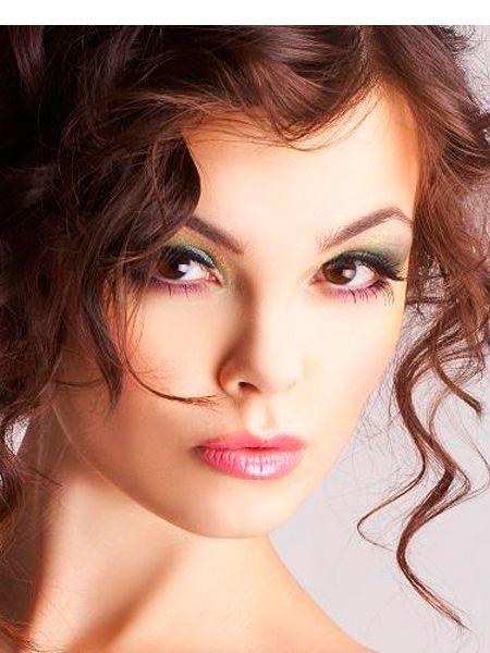 Для черных глаз можно посоветовать серые, бирюзовые, синие, фиолетовые или серебристые оттенки. Они будут смотреться очень красиво!