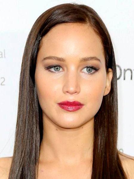 На девушках с такими глазами будет прекрасно смотреться тушь коричневого цвета, она придаст образу некой загадочности. Что касается оттенка губной помады, то лучше всего остановится на коралловых и темно-розовых тонах.