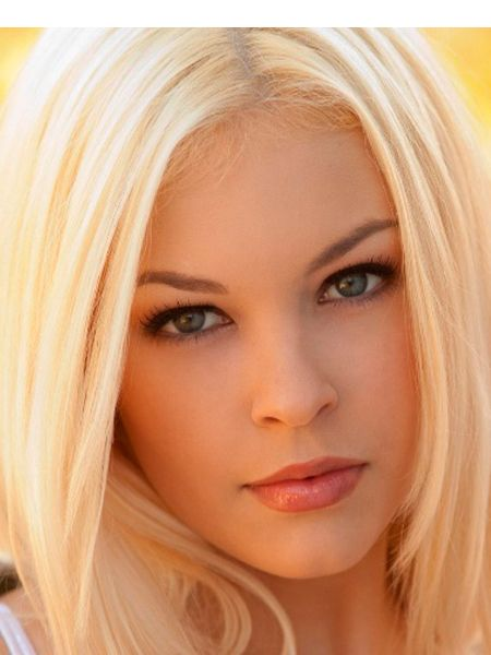 В макияже для светловолосых красавиц есть одно непреложное правило – не использовать слишком много косметики. Излишки косметики на лице могут зрительно увеличить возраст.