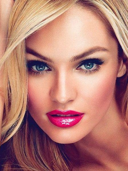 Дневной макияж для блондинок должен подчеркивать красоту натуральную, поэтому старайтесь, чтобы на глазах и лице в целом было минимум косметики: подкорректируйте красоту данную природой, выделив или губы, или глаза.