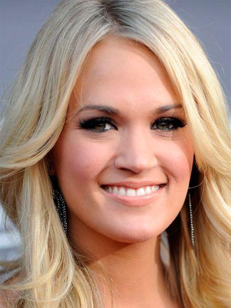 Блондинки смело могут пользоваться блестками и стразами для создания привлекательного и неповторимого вечернего макияжа. Большего эффекта можно добиться, воспользовавшись накладными ресницами.