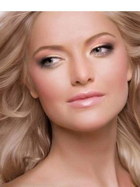 Руководствуйтесь правилом: чем светлее волосы, тем светлее карандаш, тогда ваш макияж будет смотреться естественней. Не стоит пользоваться черной тушью: обладательницам темных глаз подойдет коричневая, а синеглазкам – синяя.