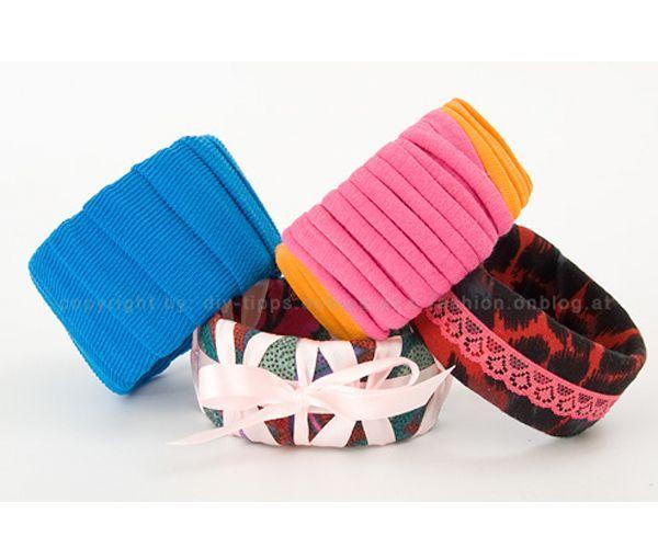 С первого взгляда и не скажешь, что эти браслеты сделаны из пластиковой бутылки и ткани. Вам понадобится канцелярский нож.