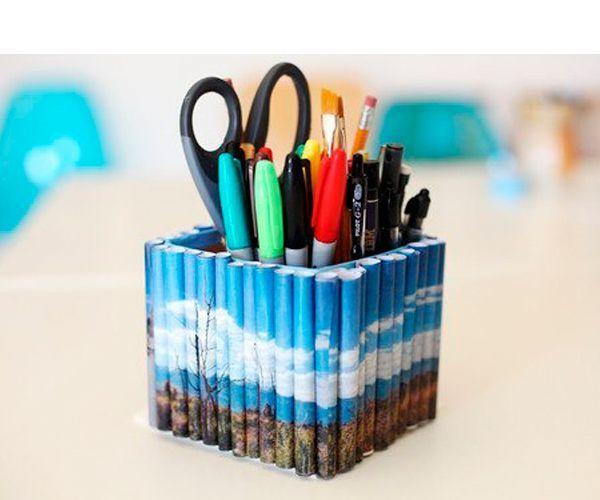 Чтоб сделать карандашницу, вам понадобится коробка высотой около 10 см и бумажные трубочки (например, из газеты или журнала).