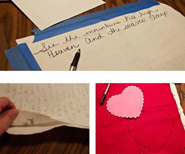 Для начала нанесите текст на ткань-основу. Он может быть любым. Из красного материала выкроите 2 детали сердца.