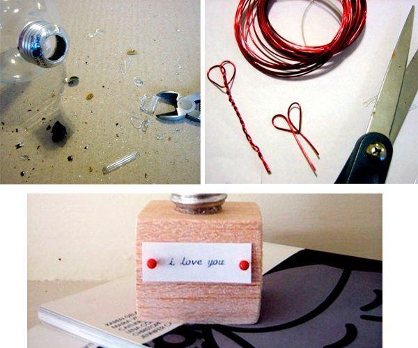 Для начала необходимо разобрать цоколь. Лампочка должна быть пустой. Необходимо согнуть проволоку в виде сердечек, закрепить их в лампочке. Приклеить конструкцию к деревянному кубику-подставке. Готово!