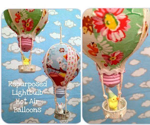 Эти воздушные шары сделаны из обычных перегоревших лампочек. Также понадобятся салфетки с разными рисунками, клей, крышки от пластиковых бутылок, шнур или бечевка.