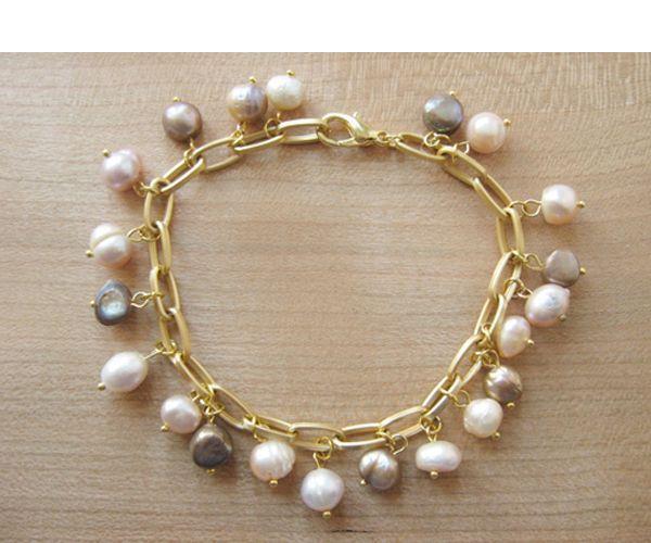Такой красивый браслет можно сделать из жемчуга или любых других камней небольшого размера.