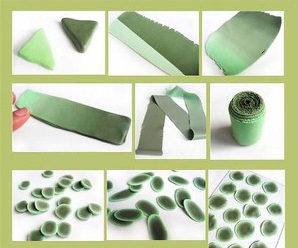 Нужно раскатать глину тонким пластом, свернуть трубочкой. Нарезать на блинчики и раскатать каждый.