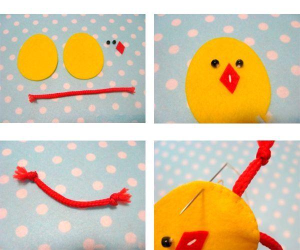 Готовим детали цыпленка. Пришиваем глаза и клюв. Завязываем узелки по краям шнурка. Сшиваем две детали туловища, закрепляем шнурок – лапки.