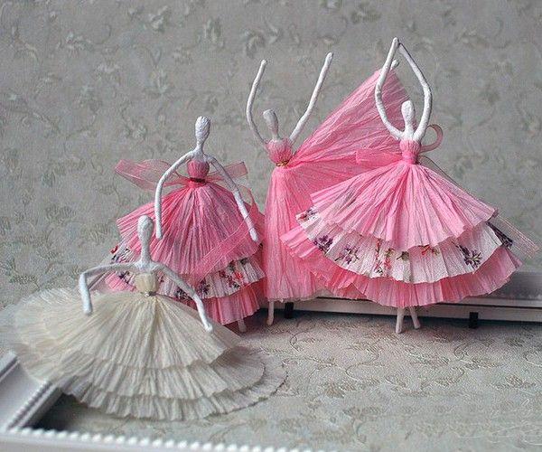 Для того чтобы сделать таких балеринок, понадобится проволока, салфетки, клей пва, вода, нитки и иголка. Салфетки нужны белые и цветные.