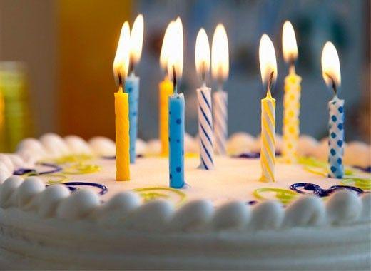 Зубочистка является прекрасным средством для поджигания свечей на именинном торте. Горит она гораздо медленнее, чем спичка, и выглядит эстетичнее.
