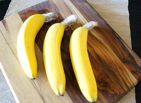 Бананы надолго сохранят свежесть, если обернуть место среза.