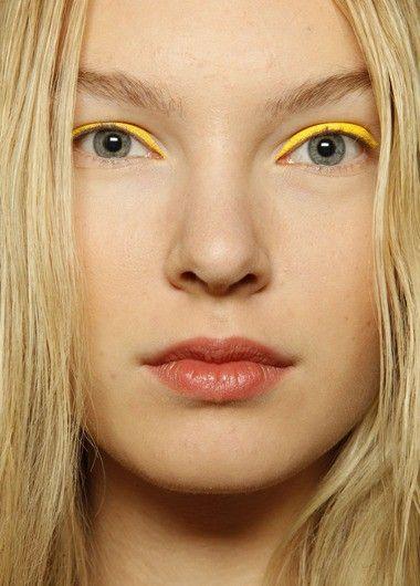 Макияж глаз с цветными стрелками