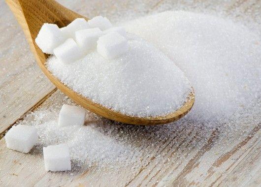 Сахар улучшает вкус мяса, морепродуктов, овощей, поэтому хорошо добавлять его немного в блюда вместе с солью.