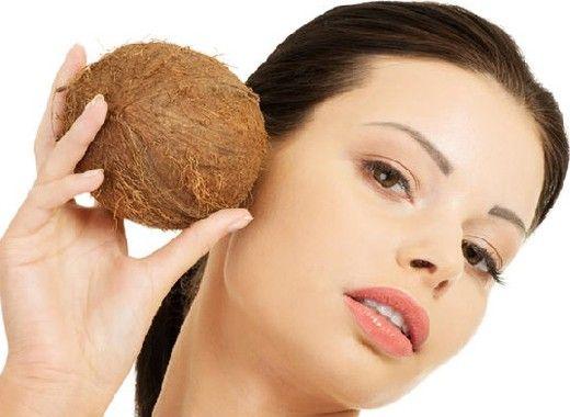 Борьба с акне. Чтобы уменьшить воспаление и раздражение кожи, нанесите на нее после обычной очистки тонкий слой кокосового масла. Оно обладает бактерицидными свойствами и создаст защитный слой.