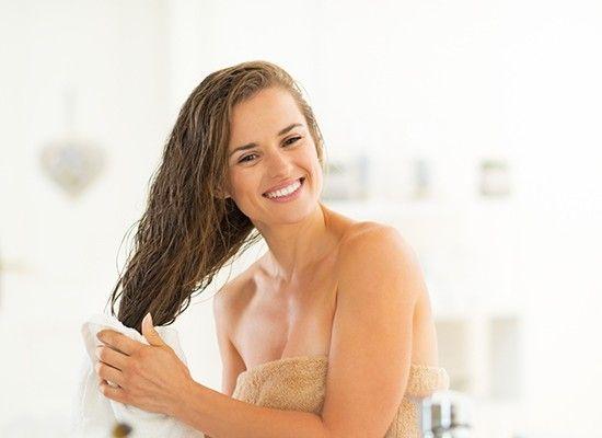 Для того чтобы не выпадали волосы, мыло смешивают с настойками различных лекарственных трав. Маску, состоящую из одинаковых частей мыла, мелко натертого, и чеснока, который измельчают с помощью чесночницы, следует применять для восстановления поврежденной структуры.