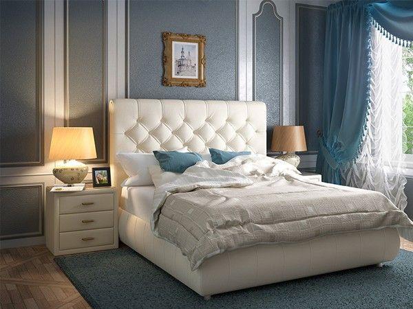 Избавьтесь от постельного белья агрессивных расцветок. Уснуть быстро помогают простыни и пододеяльники белого, голубого или розового цвета. Одежду лучше подобрать свободную и удобную, без стягивающих резинок и грубых швов, желательно, изготовленную из хлопка.