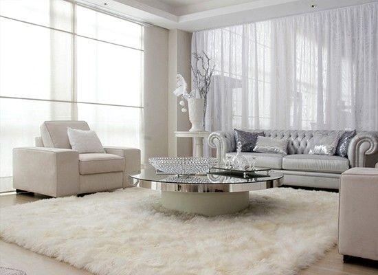 Выбирайте легкость. Купите или закажите легкие белые (или с ненавязчивым узором) или просто светлые шторы или тюль. Не загромождайте проход к окну, а так же не заставляйте подоконник цветами, поскольку из-за них в комнату будет попадать меньше света.
